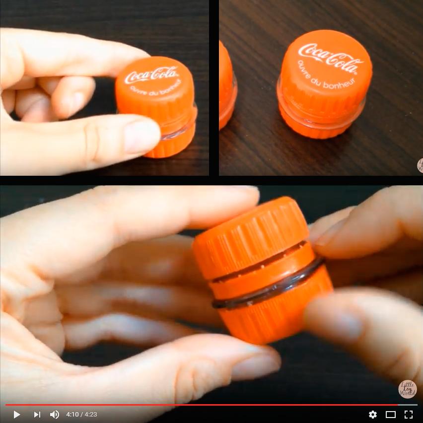 Crea un super práctico recipiente plástico con dos tapitas de gaseosa