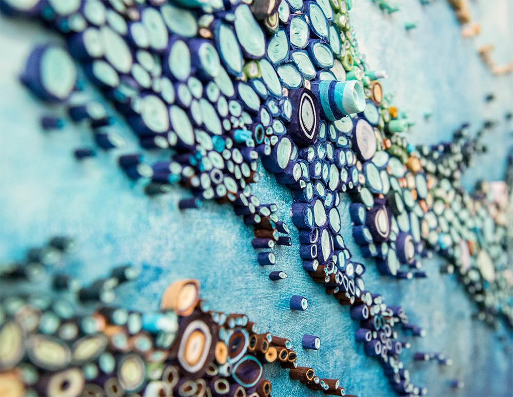 Conoce un océano con papelitos enrollados